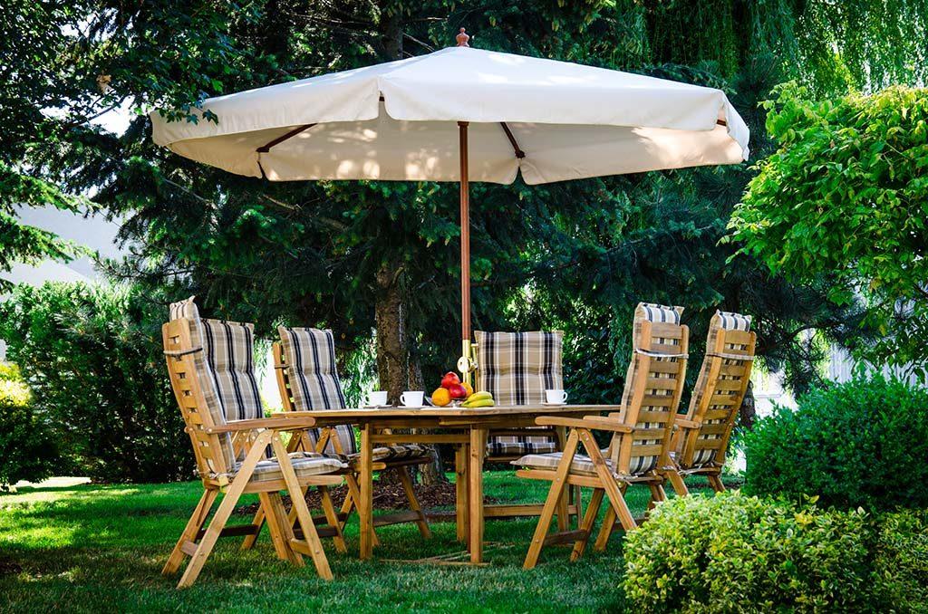 Meble ogrodowe drewniane z poduszkami