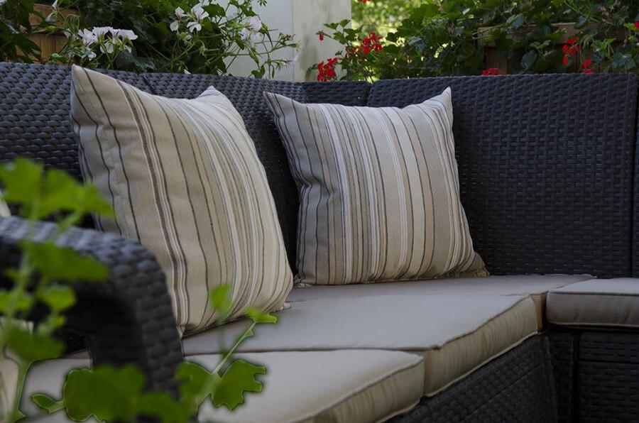 Jak czyścić poduszki na meble ogrodowe?