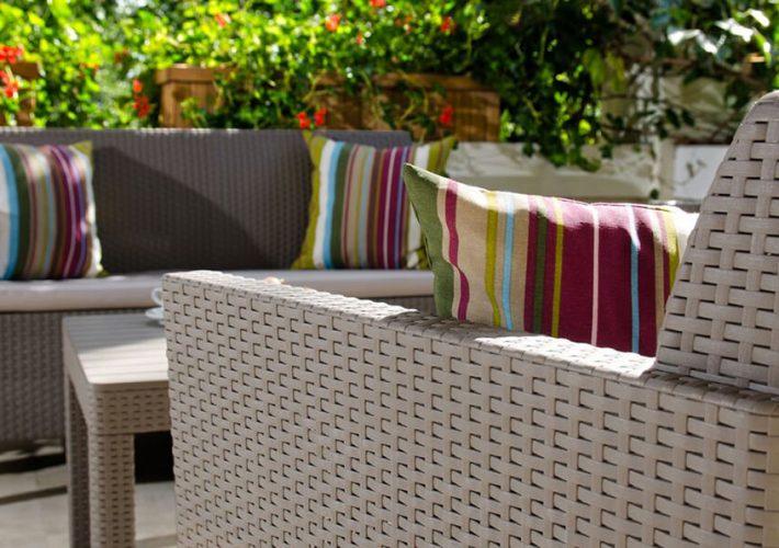Jak prać poduszki na meble ogrodowe?